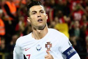 Ronaldo thiết lập hàng loạt cột mốc kỷ lục mới khi ghi 4 bàn giúp Bồ Đào Nha thắng đậm ở vòng loại Euro 2020