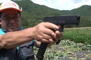 Nông dân Nhật Bản tập bắn súng để chống lại khỉ phá hoại mùa màng