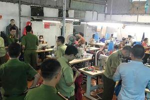 'Đột kích' xưởng sản xuất hàng nhái thương hiệu The North Face siêu rẻ