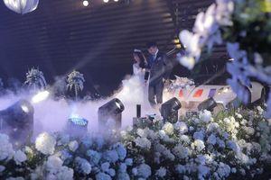 Cận cảnh 3 bộ váy cưới xa hoa trị giá 700 triệu của ái nữ nhà Minh Nhựa