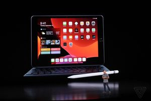 Apple ra mắt iPad màn hình 10,2 inch mới với giá 329 USD