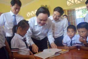 Bộ trưởng Giáo dục dự khai giảng muộn ở vùng ngập lũ nặng nhất miền Trung