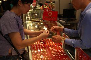 Giá vàng hôm nay 11/9: Vàng vẫn trên đà lao dốc