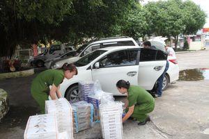 Công an Cần Thơ bắt giữ xe ô tô vận chuyển hơn 11.000 bao thuốc lá lậu