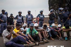Thêm một quốc gia sơ tán công dân khỏi Nam Phi do làn sóng bạo lực