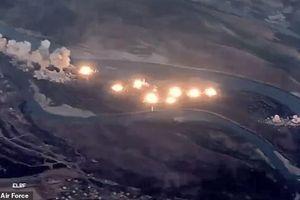 Video máy bay Mỹ rải thảm 40 tấn bom xuống hòn đảo đầy khủng bố IS