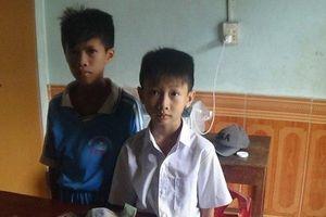 Khen thưởng 2 học sinh nhặt được hơn 16 triệu đồng trả lại người mất