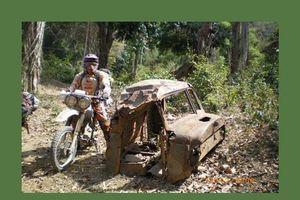 Soi tàn tích chiến tranh trên đường mòn Hồ Chí Minh ở Lào