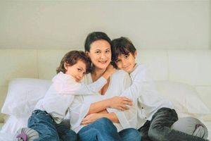 Vợ mới của chồng cũ Hồng Nhung đã sinh con thứ 3