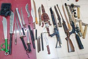 Bắt ổ nhóm cho vay nặng lãi 365%/năm, thu giữ 2 bao tải vũ khí và 4 khẩu súng