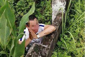 Người dân vây bắt người đàn ông có biểu hiện manh động, nghi bắt cóc trẻ em