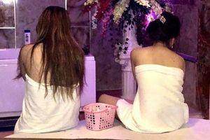 4 cô gái khỏa thân trong động massage kích dục cho 2 khách nam