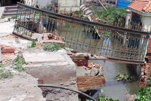 Công ty xây dựng làm sạt lở đê bao bảo vệ bờ sông Sài Gòn