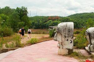 'Tiếng khóc than' của nghệ thuật trong công viên tiền tỷ bỏ hoang