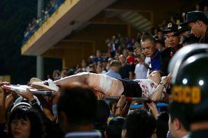 CĐV nữ trọng thương vì pháo sáng và đòn đau cho bóng đá Việt Nam