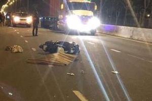 Tìm nhân chứng vụ cô gái trẻ nửa khuya rơi từ ô tô trên cầu Nhật Tân