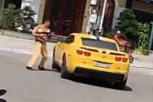 CSGT dùng súng truy bắt siêu xe giữa phố