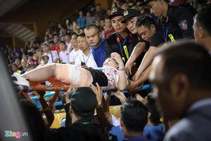 Chứng kiến màn 'đốt sân Hàng Đẫy' của CĐV Nam Định, báo châu Á nói gì?