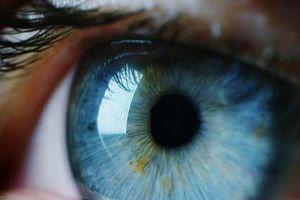 Bị tạt a xít mù mắt, nhờ liệu pháp tế bào gốc mới bệnh nhân đã sáng mắt