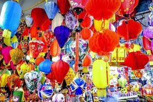 Dịp Trung thu, đoàn người đổ về 'Phố đèn lồng' Phùng Hưng để check-in