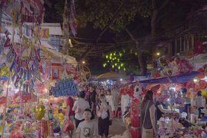 Nhộn nhịp thị trường đồ chơi Trung Thu ở Hà Nội