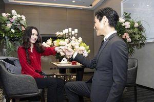 Ảnh cưới lung linh, ngọt ngào của con trai 'trùm showbiz Hong Kong' Hướng Tả và người đẹp Quách Bích Đình