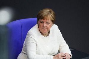 Châu Âu phải tự bảo vệ mình