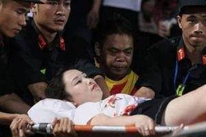 Điều tra vụ bắn pháo sáng trên sân Hàng Đẫy khiến nữ cổ động viên bị thương