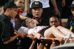Cổ động viên nữ trúng pháo ở trận Hà Nội - Nam Định