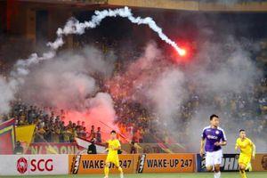 Phạt tiền kịch khung, treo sân 2 trận với CLB Hà Nội và CLB Nam Định