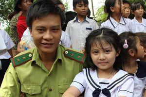 Ấm áp Tết Trung thu cho trẻ em nghèo nơi biên cương