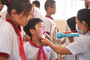 Khám miễn phí cho hàng trăm học sinh Hạ Đình sau vụ cháy Rạng Đông