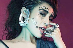 'Tiểu Long Nữ' Từ Đông Đông gây tranh cãi với hình ảnh mới