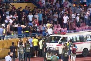 Cổ động viên đốt pháo sáng tại sân vận động Hàng Đẫy: Hiểm họa chưa có lời giải