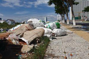 Đà Nẵng: Rác ngập đầu cầu Thuận Phước