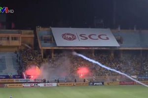 Pháo sáng làm vẩn đục bóng đá Việt Nam