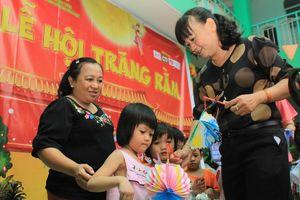 Báo Tiền Phong tổ chức Tết Trung thu cho hơn 400 em nhỏ Tiền Giang