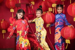 Ngắm vẻ đẹp lung linh của bộ sưu tập áo dài Trung thu 'Oẳn tù tỳ' cho trẻ em