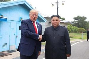 Tổng thống Trump muốn gặp 'bạn thân' Kim Jong-un sau khi sa thải cố vấn diều hâu