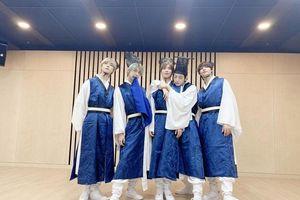 Dàn mỹ nam BTS, X1 và AB6IX khoe sắc trong bộ ảnh mừng Tết Trung Thu 2019