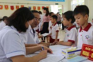 Khám sức khỏe cho hơn 1.700 học sinh khu vực gần đám cháy Công ty Rạng Đông
