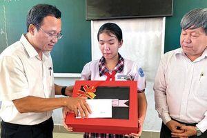 Nghị lực nữ sinh được Thủ tướng viết thư khen