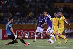 Phong độ thăng hoa của Văn Quyết trong trận Hà Nội FC 6-1 Nam Định