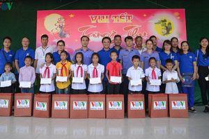 VOV Đông Bắc mang Trung thu yêu thương tới trẻ em vùng cao Quảng Ninh