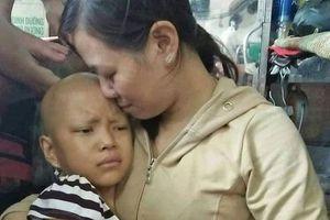 Hành trình hai năm người mẹ nghèo cùng con gái 10 tuổi chống chọi bệnh ung thư