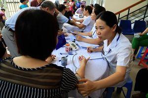 Rất đông người dân phường Hạ Đình đang điều trị ở bệnh viện đa khoa Xanh - Pôn