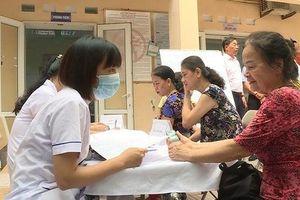 Gần 1.000 người dân quanh vụ cháy Công ty Rạng Đông xin lên bệnh viện khám, điều trị