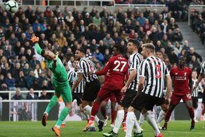 Newcastle khó thoát bẫy rập Anfield