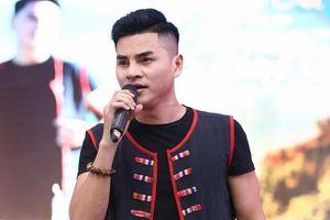 Niềm đam mê âm nhạc cháy bỏng của chàng trai dân tộc Thái