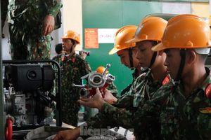Bộ đội Hóa học rải gần 4 tấn hóa chất chống phát tán thủy ngân ở Rạng Đông
